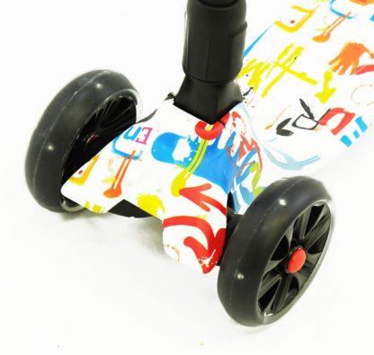 Трёхколёсный самокат Scooter Maxi Micar Ultra Graffiti со складной регулируемой ручкой и светящимися колёсами - 4