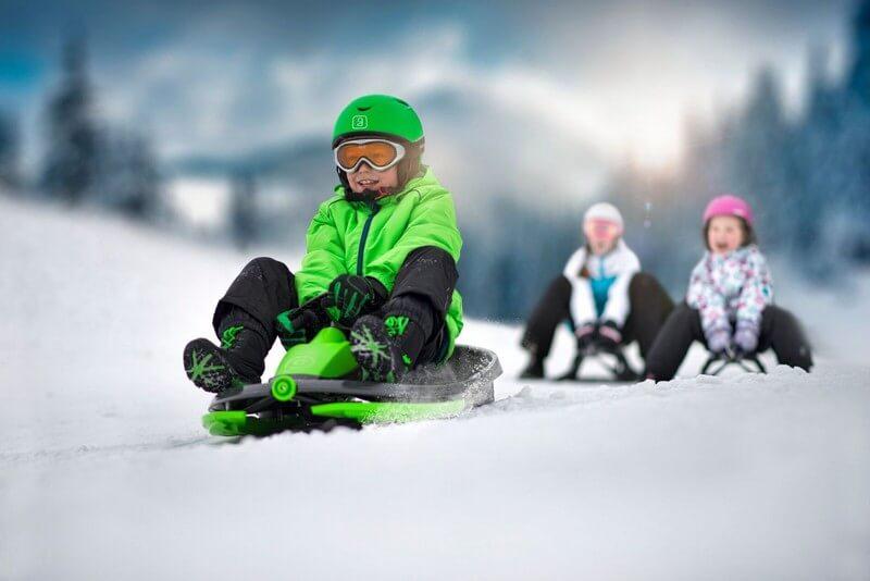 detskie-plastikovye-sanki-snegokat-c-rulem-i-tormozom-gismo-riders-stratos-chjorno-zeljonyj-12.jpg