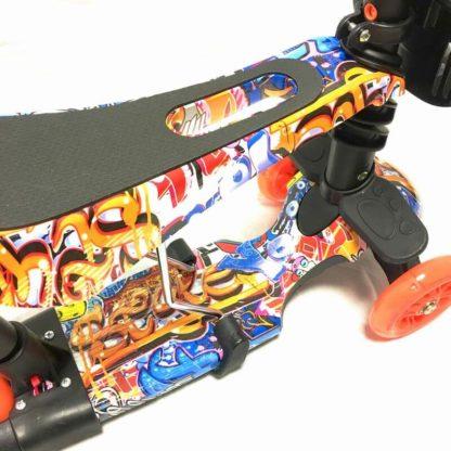 Самокат 5 в 1 с сиденьем, родительской ручкой, подставкой для ног и светящимися колёсами 21st Scooter 5 in 1 Print Граффити Оранжевый - 3
